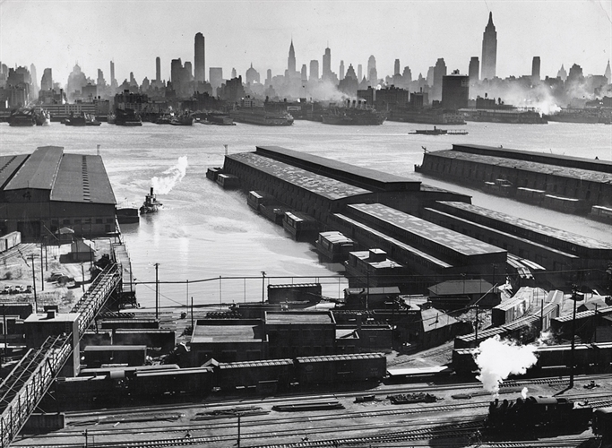 esther-bubley-untitled-view-of-brooklyn-piers-and-manhattan-across-the-east-river-new-york-photographs-silver-print-zoom_683_500